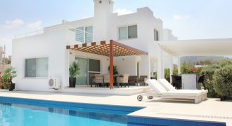 4 Bedroom Villa of 240m² in Esentepe
