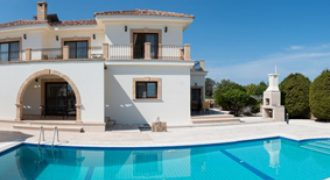 Luxury 4 Bedroom Villa of 410m² in Esentepe