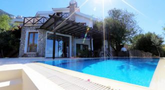 3 Bedroom Villa of 285m² in Lapta