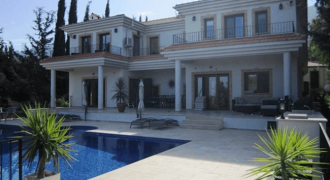 5 Bedroom Villa of 320m² in Edremit